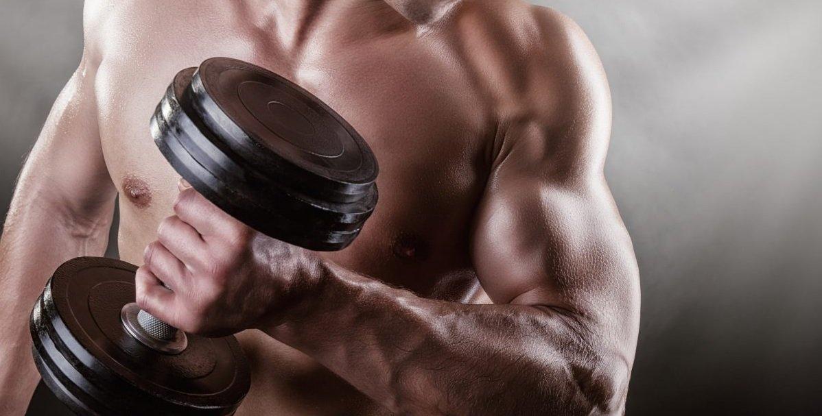 Trening bicepsów i tricepsów